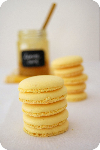 Bumblebee macarons - Out of the box macaron inspiration | Sweets ...
